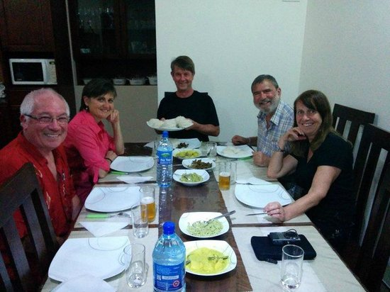 Hanthana Holiday Rooms: All guests eat together