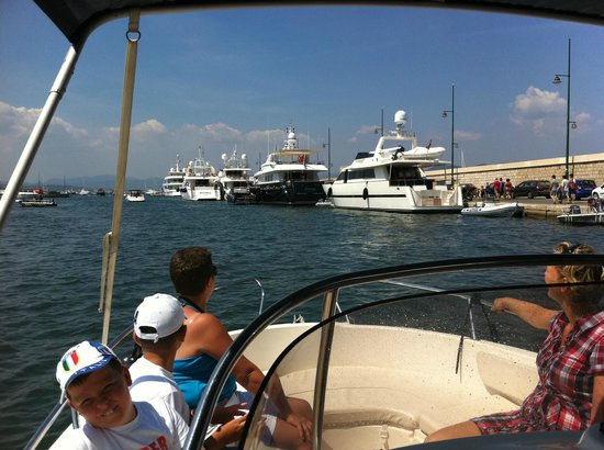 Aux Merveilleux : Enjoying our holiday activities: visiting St Tropez by motor boat