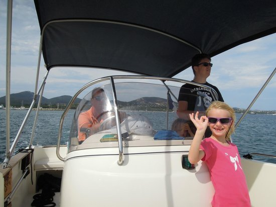 Aux Merveilleux : Enjoying our holiday activities: snorkeling and waterskiing