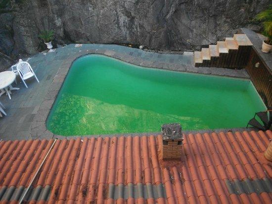 Rio Nature Adventure Hostel: Piscina excessivamente suja