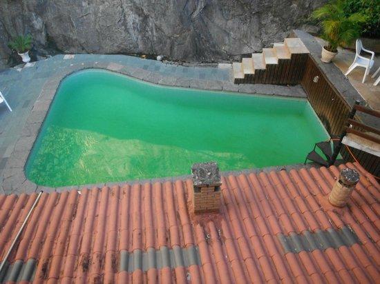 Rio Nature Adventure Hostel: Piscina verde