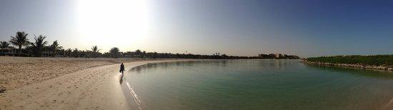 Hilton Ras Al Khaimah Resort & Spa: Panorama of the beach
