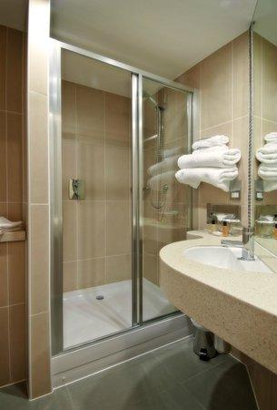 Future Inn Cabot Circus Hotel: Bathrom