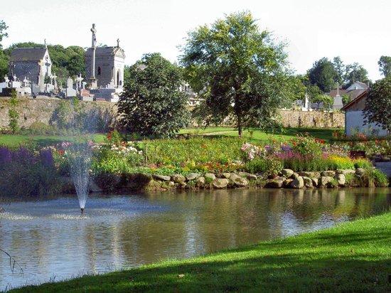 Sainte-Marie-du-Bois, Frankreich: St Fraimbault Flowery Village