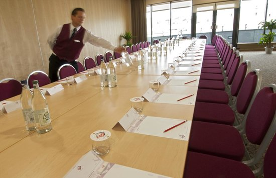 Future Inn Cabot Circus Hotel: Conference Room