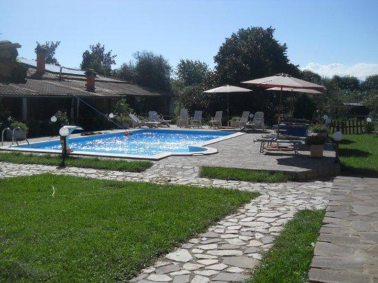 Valmontone B&B : piscina