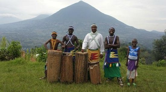 Virunga Lodge: Intore dance group perform for lodge visitors