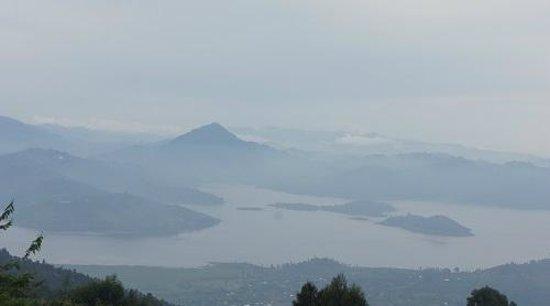 Virunga Lodge: A misty Lake Bulera
