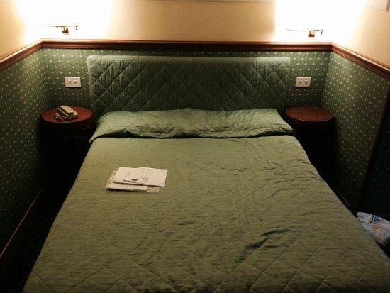 Hotel Donatello: Letto