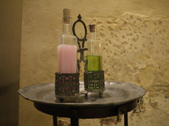Relais Cattedrale: porta shampoo & doccia schiuma in peltro, camera Liquiritiam