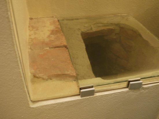 Relais Cattedrale: dettaglio bagno su toilette medievale, camera Liquiritiam