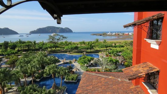 Los Suenos Marriott Ocean & Golf Resort: Another pool view...no windows in the overlooks from the hallways. All open-air