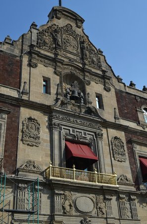 """Historic Center (Centro Historico): Balconey of the Presidential Palace where president shouts """"Viva Mexico"""" on independence Day"""