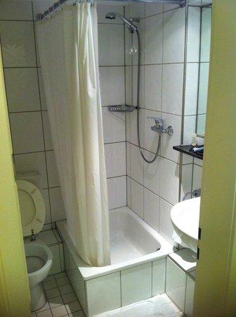 Hotel Drei Kronen: bagno
