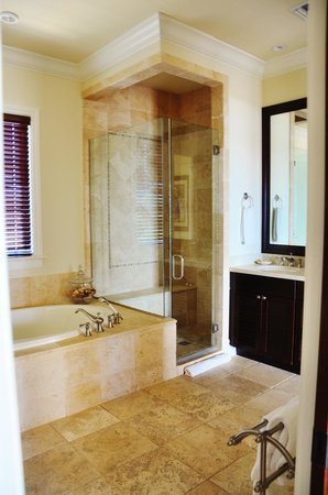 Grand Isle Resort & Spa: Part of the bathroom