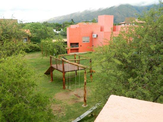 Tijuana Cabanas: Vista desde cabaña Guadalajara a los juegos de niños