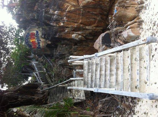 High Life Bungalow Resort : Stiegen hinauf zum Hotel