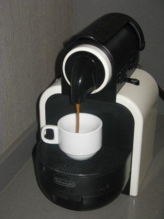Aspasios Rambla Catalunya Suites: カプセル式コーヒーメーカー(サービス)