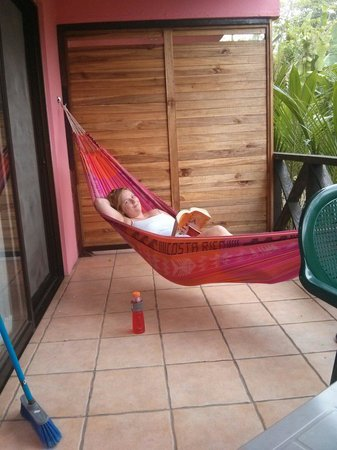 Coconut Love Beach House : The wonderful hammock on our private patio