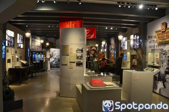 Spotpanda Pictures Ddr Museum Living Room Bild Von Museum In