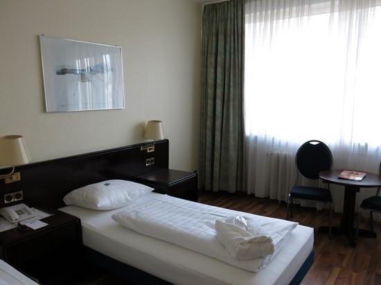 Hotel Excelsior : 明るくて綺麗な部屋