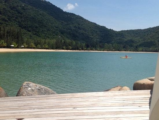 L'Alyana Ninh Van Bay: beach view from the pool