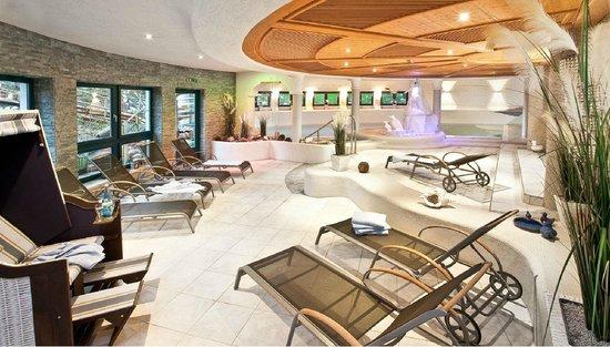 Vital - Hotel zum Ritter: Indoor-Pool mit Gegenstrom-Anlage im Spa