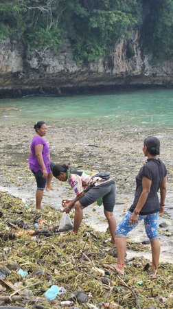 Padang Padang Beach: ladies collecting peaces of wood ..probably to burn-out when cooking fish which is delicious ;)