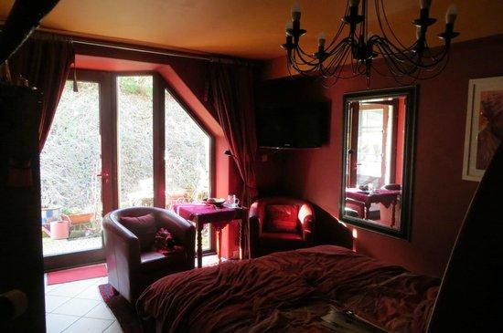 Baert Bed & Breakfast: tThe Red room