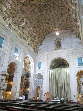 Basilica Cathedral : por dentro da igreja