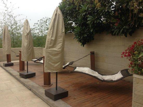 Vivanta by Taj, Surajkund: Pool side hanging swing