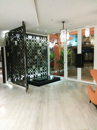 Naumi Liora : View of the Lobby