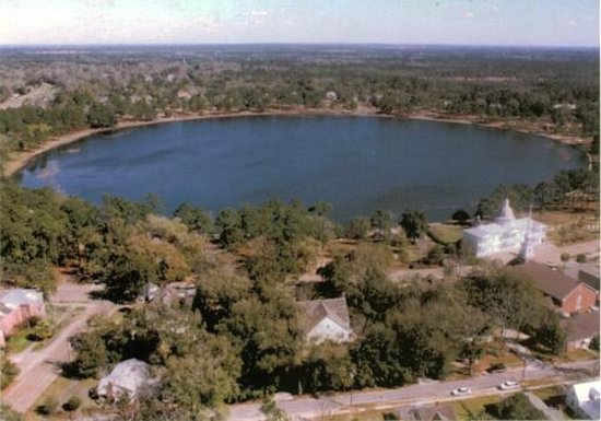 H & M Hot Dogs: Lake DeFuniak of of 3-4 most perfectly round lakes inthe world