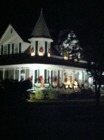 H & M Hot Dogs: One of the dozens of Victorian homes (Cir 1880's) on Circle Drive, DeFuniak Springs, FL