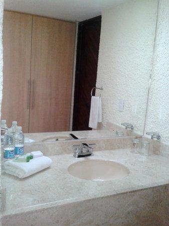 Cabo Blanco Hotel: Baños remodelados y closet