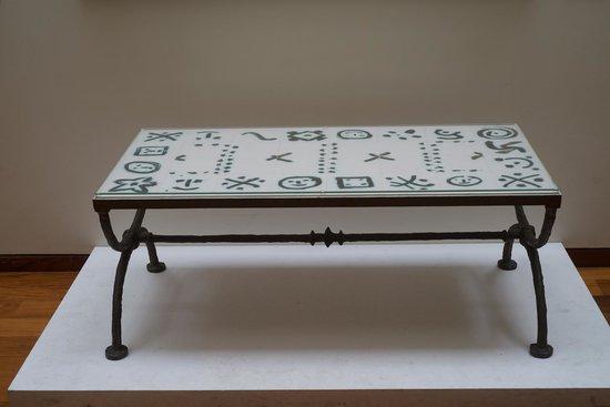 Musée La Piscine : Table