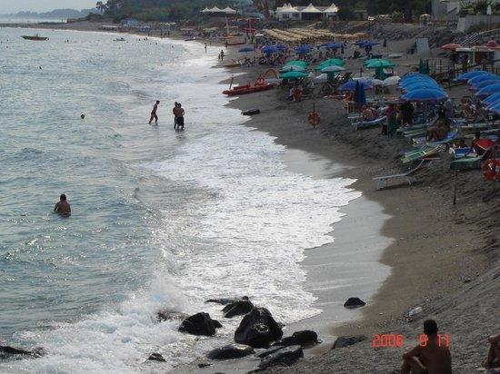 Holiday Club Naxos : Пляж отеля.