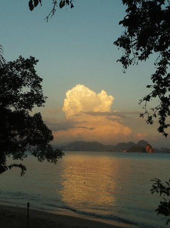 Khlong Jark beach: a thunderstorm is comming
