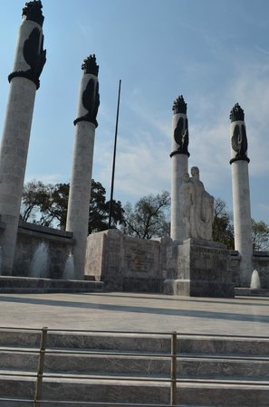 Monumento a los Ninos Heroes: The Monument to the cadets