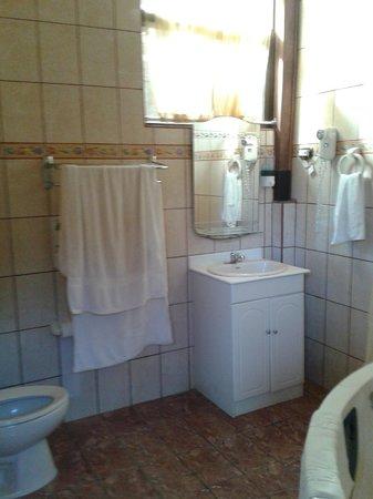 Natural Pacific Suites : Bathroom