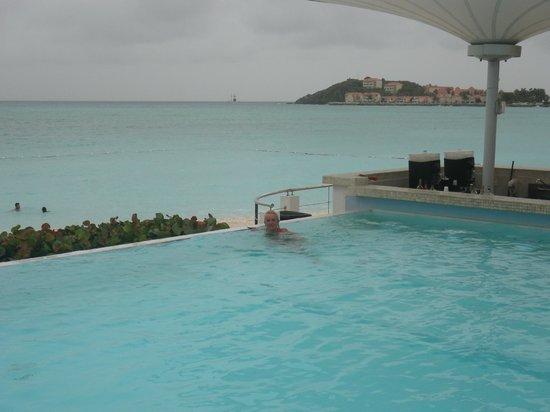 Sonesta Great Bay Beach Resort, Casino & Spa: la pileta