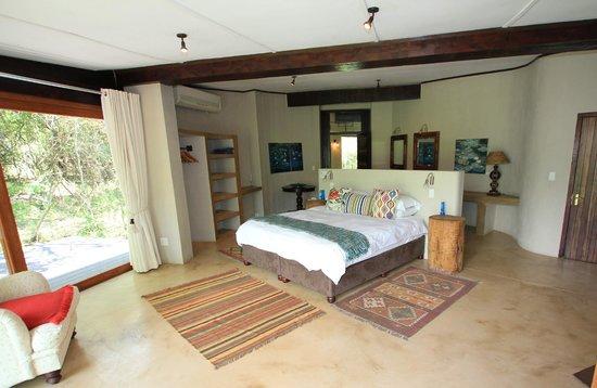 Jacana Lodge : Very spacious main bedroom en-suite - main lodge