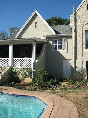 Tancredi B&B: Pool Area and verandah