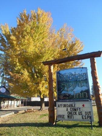 Mountain Spirit Inn: Marquis Sign