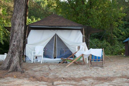 The Naka Camp Hostel: Beachfront tent