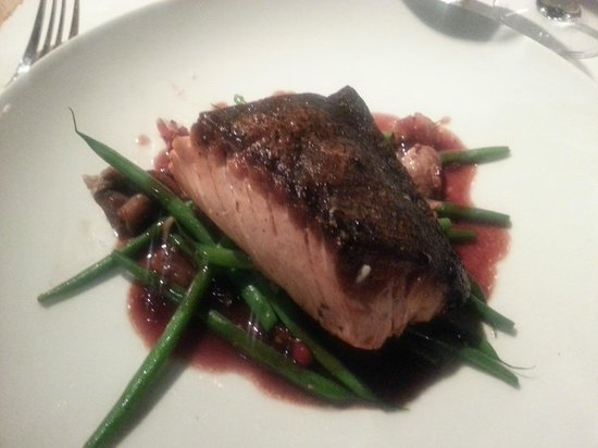 Parkway Grill: Perfectly prepared salmon as ordered