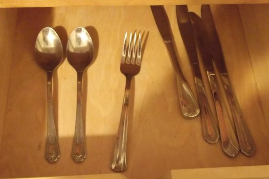 Magnuson Hotel Clearwater Central : missing cutlery