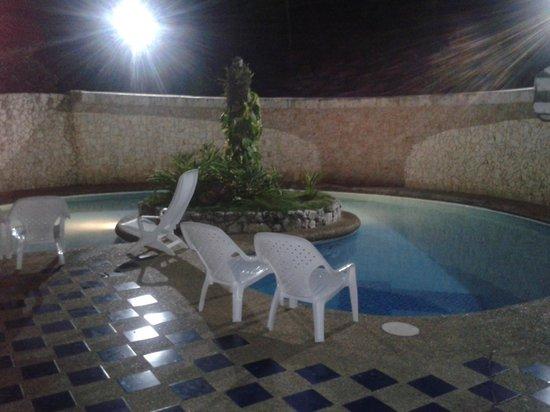 Hosteria Mar y Sol: Piscina