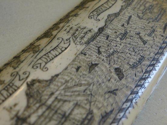Relais Cattedrale: dettaglio incisioni su corni in avorio, Suite Zingiber