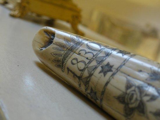 Relais Cattedrale: dettaglio incisione su corno in avorio, Suite Zingiber